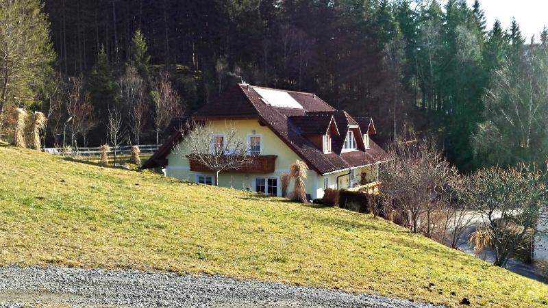 von Westen Blick auf's Haus Neuhofer